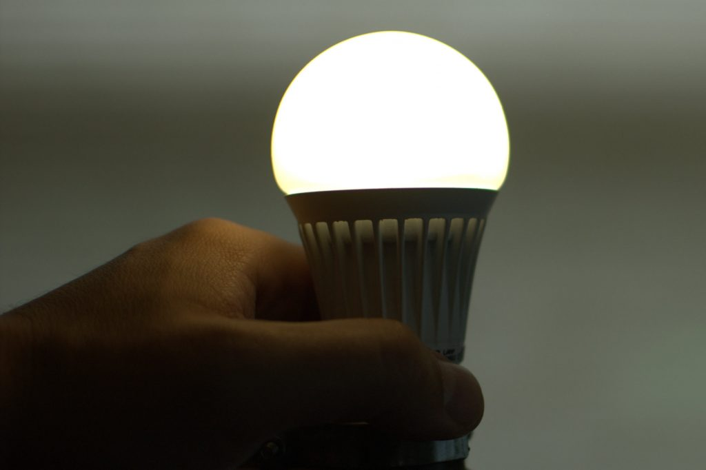 LED bulb efficiency